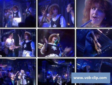 Mike Oldfield & Maggie Reilly - Moonlight Shadow (BBC Top Of The Pops) (1983) (VOB)